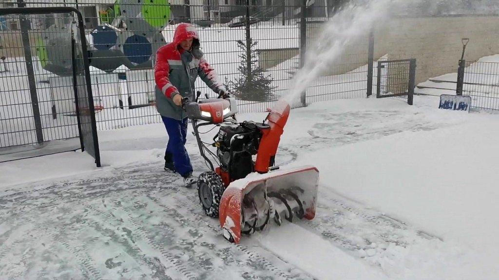 А нужен ли снегоуборщик в быту?